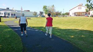 Les sentiers de marche à Tracadie permettent aux citoyens de tous âges d'être actifs en plein air en toute sécurité